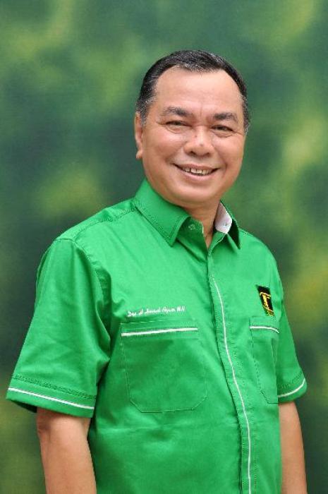 Drs. H. HASRUL AZWAR