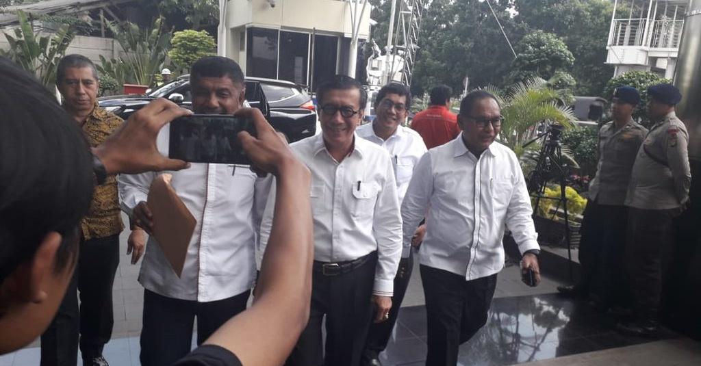 Diperiksa KPK, Menteri Yasonna Klaim Tidak Kenal Irvanto & Made Oka - Tirto.ID